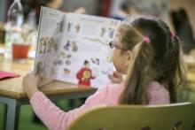 Lesendes Kind: Buchklub der Jugend_Dujmic